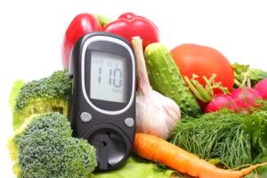 Typ 1 Diabetes - Glukometer und Gemüse (c) Depositphotos @ratmaner