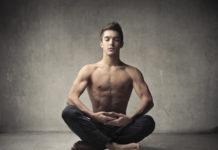 Stress abbauen - Mann Meditation (c) Depositphotos @ olly18.2
