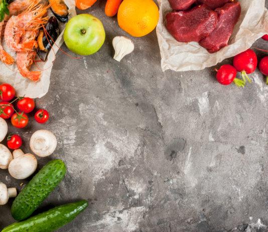 Antiphospholipid-Syndrom Ernährung - Platte mit gesunden Paleo Nahrungsmitteln