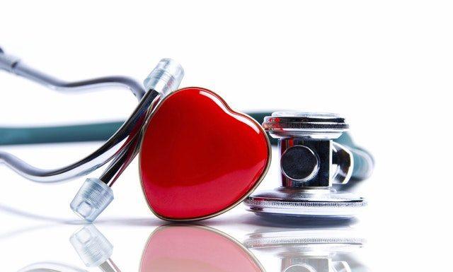 Antiphospholipid-Syndrom Symptome - Stethoskop und Herz
