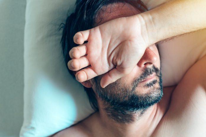 Das Chronische Erschöpfungssyndrom CFS) zeichnet sich vor allem durch schwere Müdigkeit aus.